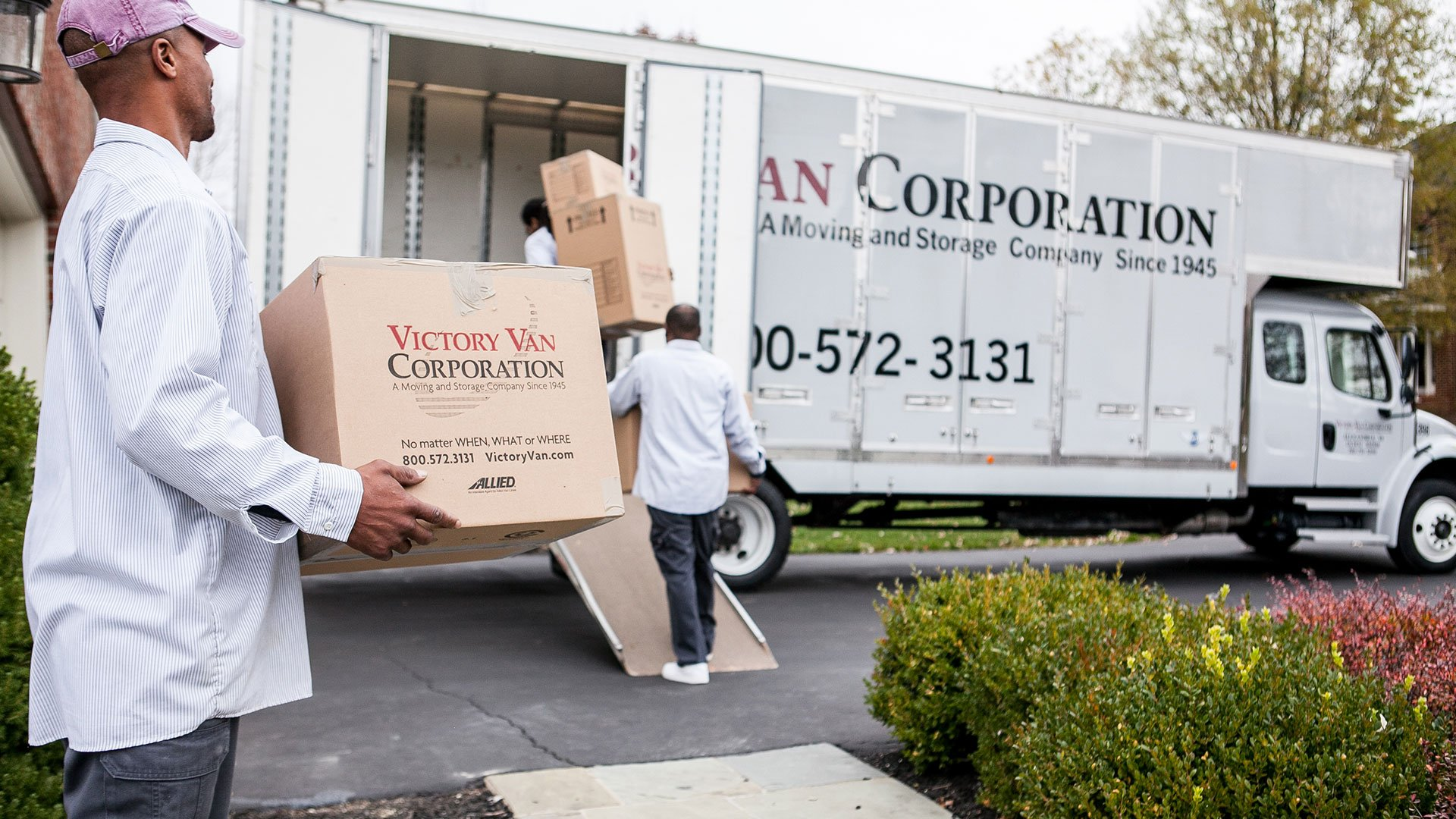 What are the qualities of a trustworthy commercial moving company?